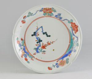 柿右衛門様式 乳白手 色絵松竹梅文皿 <br /> 1680~1700年頃